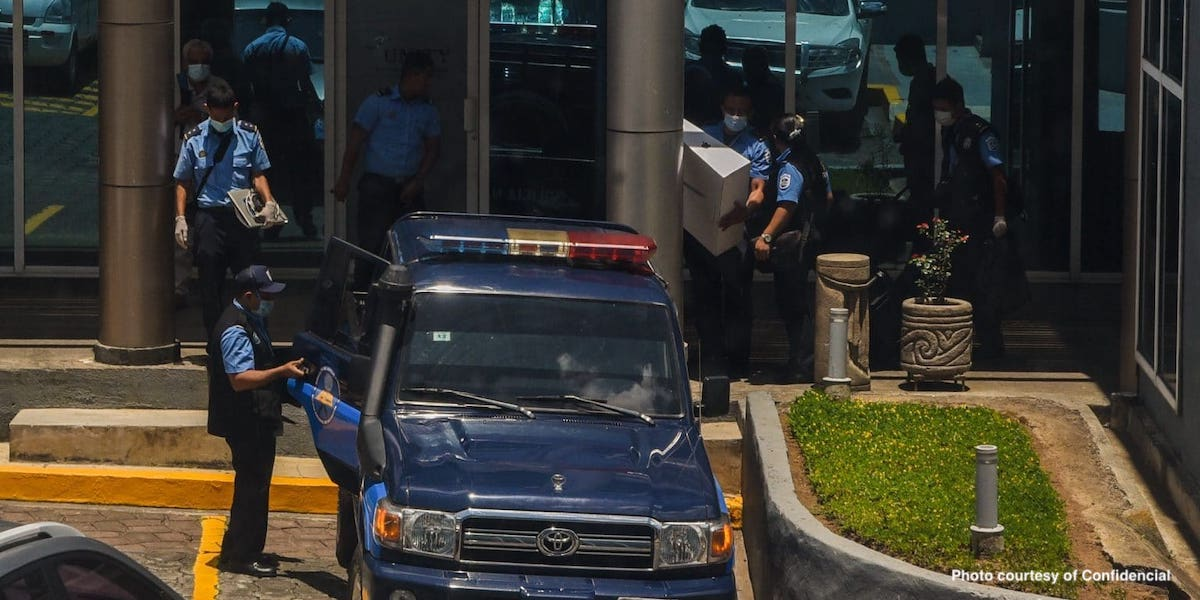 Police raid offices of Confidencial
